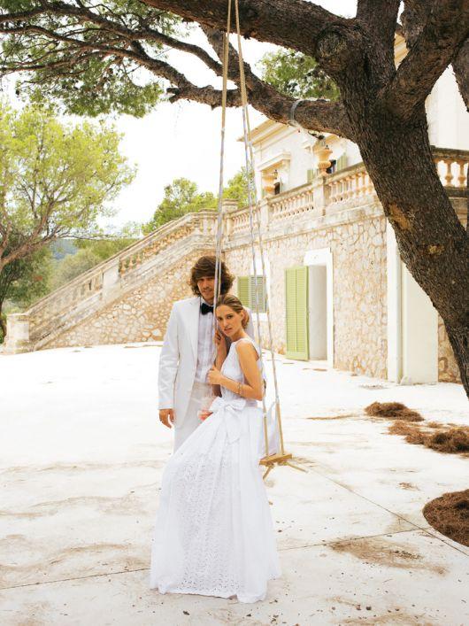 Сукня весільна з глибоким вирізом на спинці