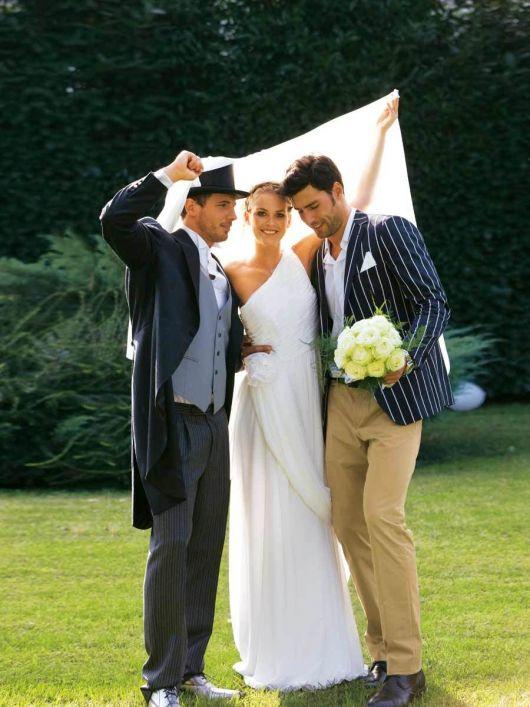 Сукня весільна асиметричного крою зі шлейфом