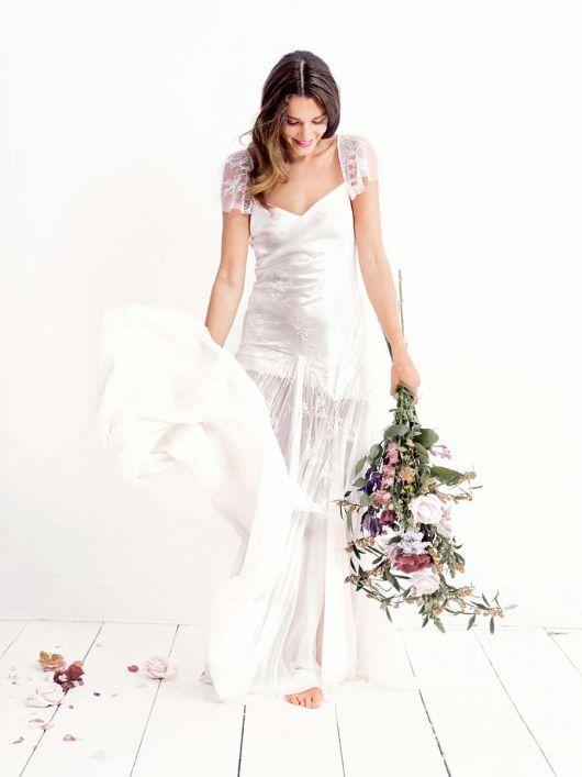 Романтична довга сукня з рукавами-крильцями