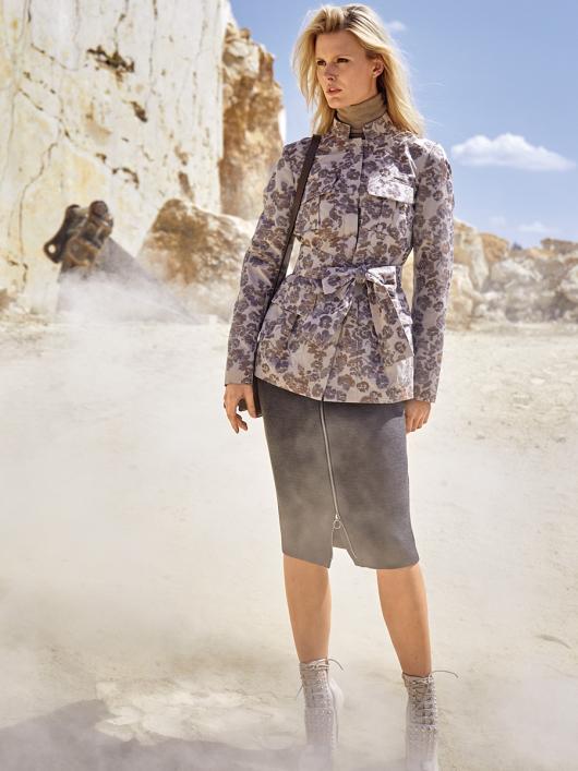 Жакет в стилі сафарі з коміром-стійкою