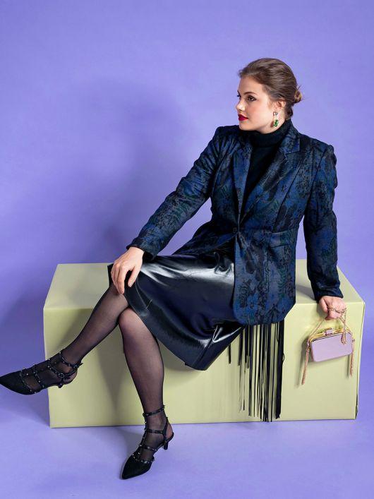 Жакет приталеного силуету із вшивним поясом