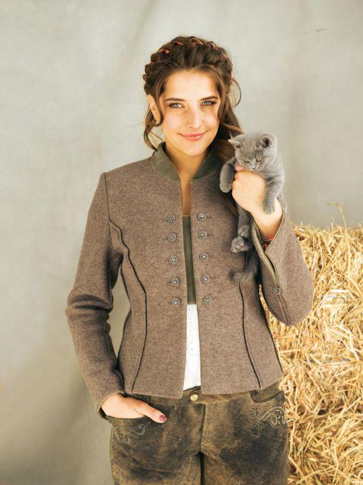 Жакет у баварському стилі з коміром-стойкою