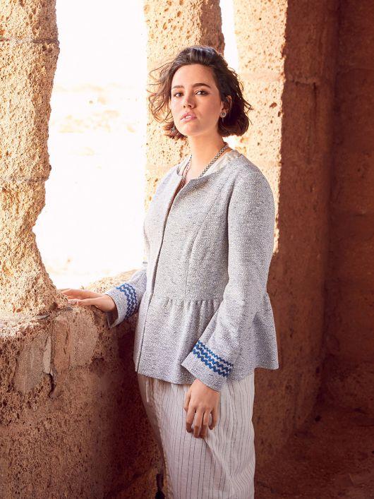 Жакет букле з рельєфними швами та баскою