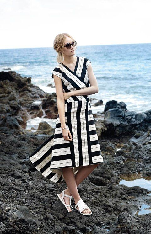 Сукня з міні-шлейфом