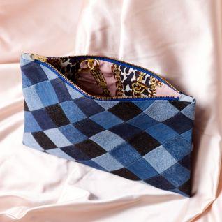 Клатч із залишків тканини в стилі печворк