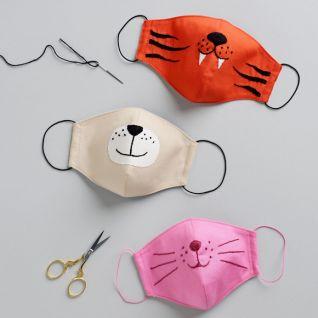 Захисна маска з вишивкою для дітей