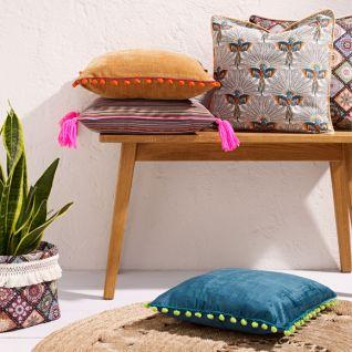 Яскраві наволочки з жакарду для декоративних подушок