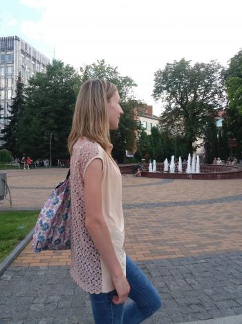Літня блуза з мереживною спинкою