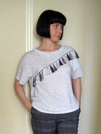 Пуловер з китицями