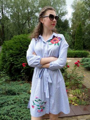 Сукня-сорочка з вишивкою