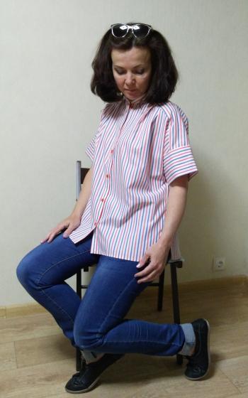 Смугаста блузка.