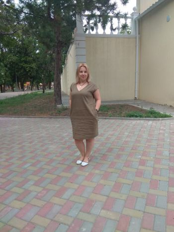Легка зручна лляна сукня