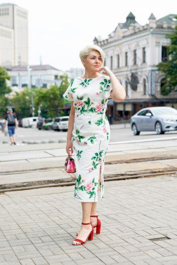 Сукня відрізна з вирізом на спинці