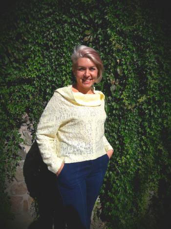 Пуловер з широким суцільним коміром