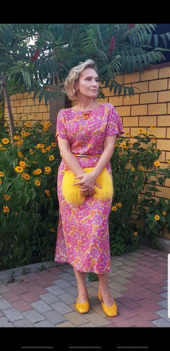 Сукня з імпровізованими рукавами