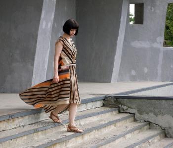 Сукня з мінішлейфом