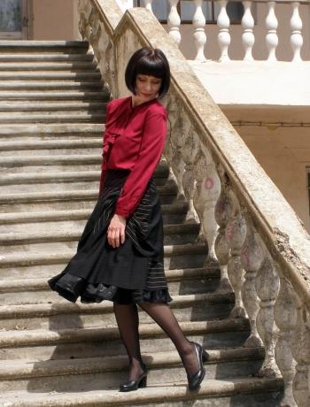 Пишна спідниця і блузка з воланом