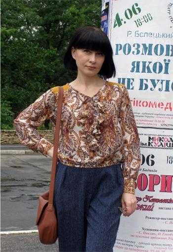 Блузка з воланом і вельветовими вставками