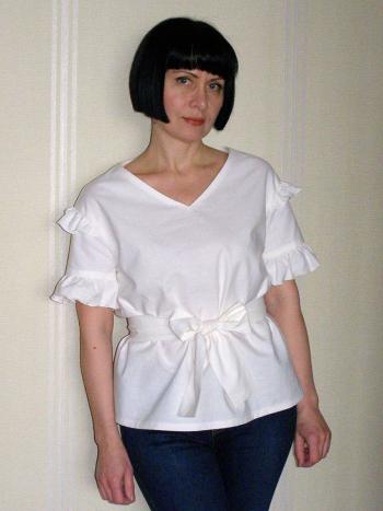 """Біла блузка за компанію зі """"Швейними штучками"""")"""