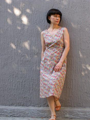 Літня сукня із застібкою на спинці
