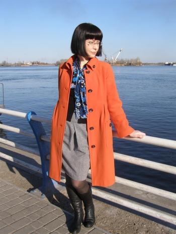 Помаранчеве пальто