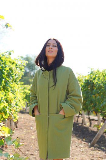 "Пальто кольору ""зеленого яблука"""