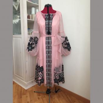 Фатинова сукня з вишивкою