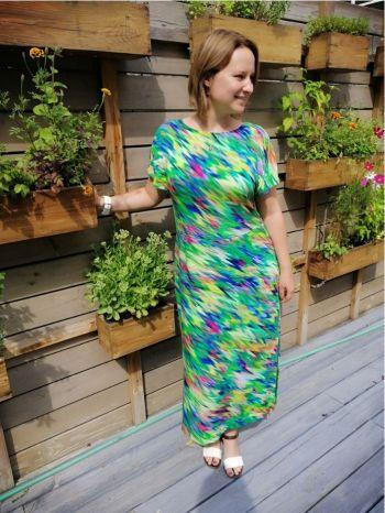 Літня сукня з яскравого штапеля