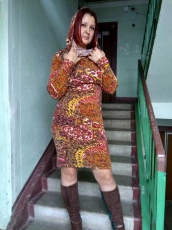 Сукня майже з капюшоном