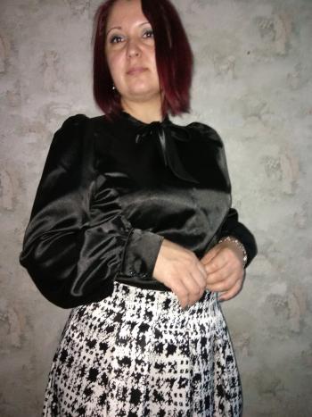 Чорна атласна блузка