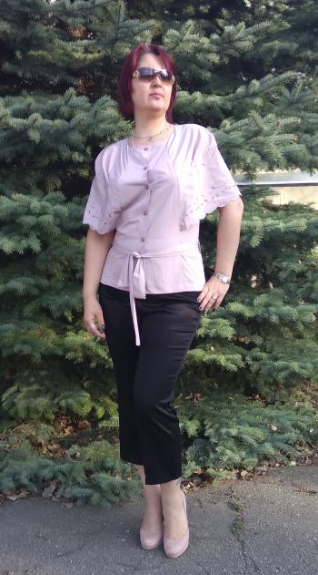 Красива і непрактична блуза