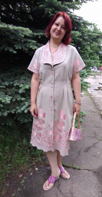 Льон і вишивка. Сукня
