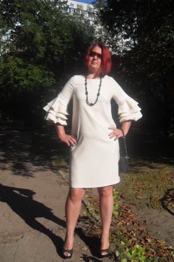 Сукня з акцентом на рукави