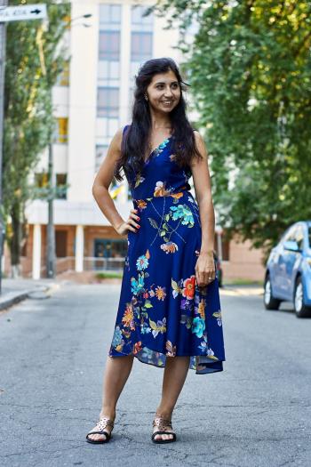 Блакитна сукня с запахом
