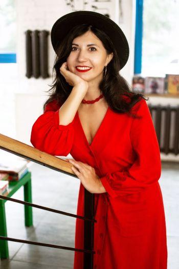 Червона лляна сукня