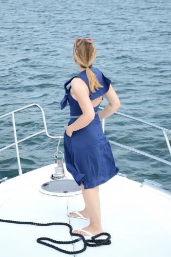 Сукня з бретелями і матроським коміром. Одеський морський флешмоб
