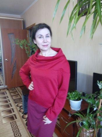 Малиновий пуловер