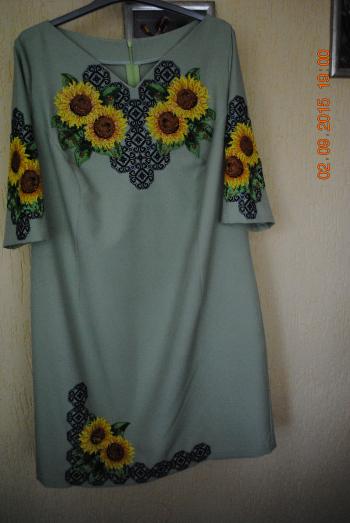 Сукня - вишиванка для мами.
