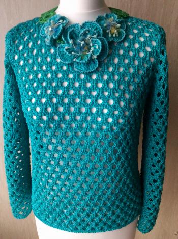 Літній пуловер з кольє