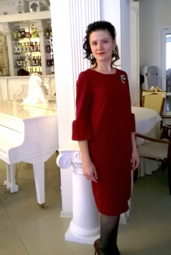 Винна сукня