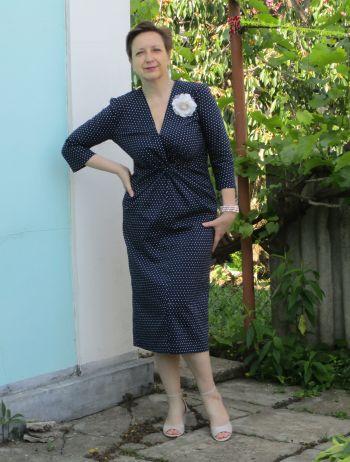 Сукня з перекрученим вузлом