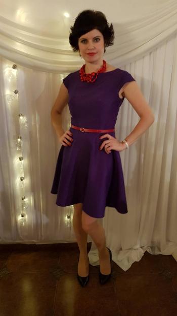 Пурпурова сукня.