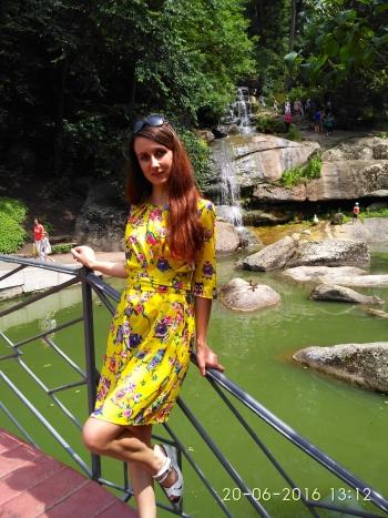 Жовта сукня із совами