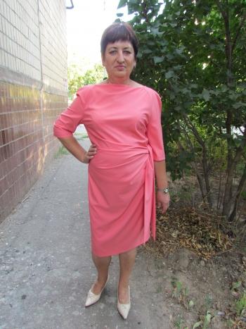 Коралова сукня