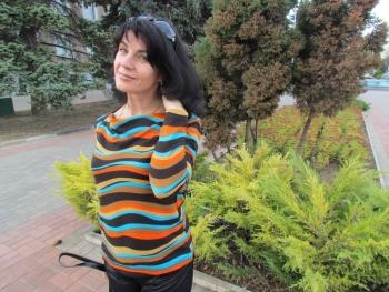 Хвилястий пуловер
