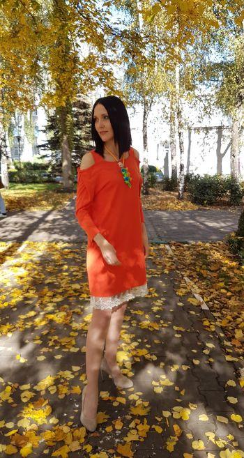 Помаранчева сукня