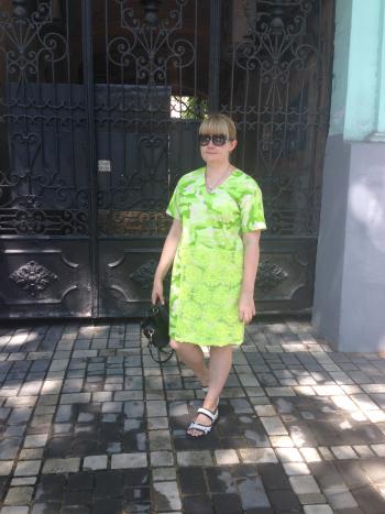 Сукня зі шматком мережива