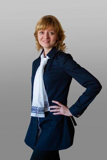 Блузка з вишитою краваткою для офісу