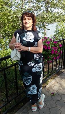 Білі троянди. Сукня