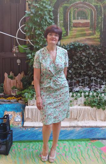 Сукня з вузлом на талії